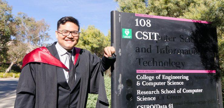 Gelar Master dari Australian National University