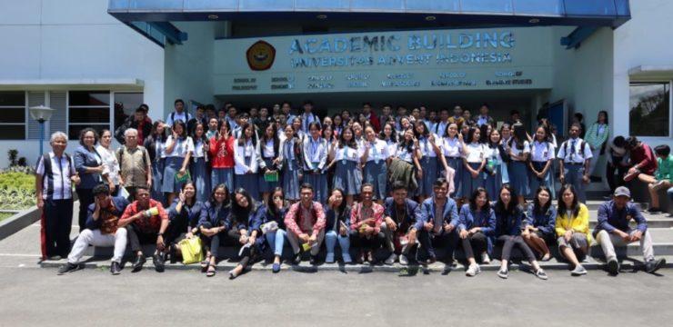 Kunjungan 2 SMA Advent di Bandung ke Universitas Advent Indonesia